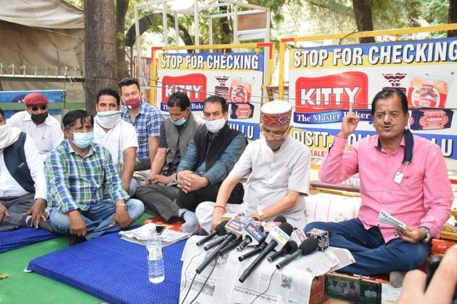 Kullu Sadar MLA, supporters protest outside SP's office