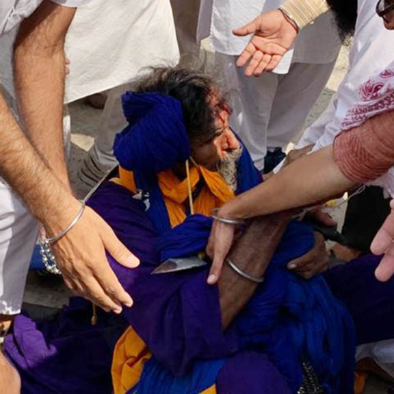 SGPC men clash with protesters over missing 'saroops', many hurt