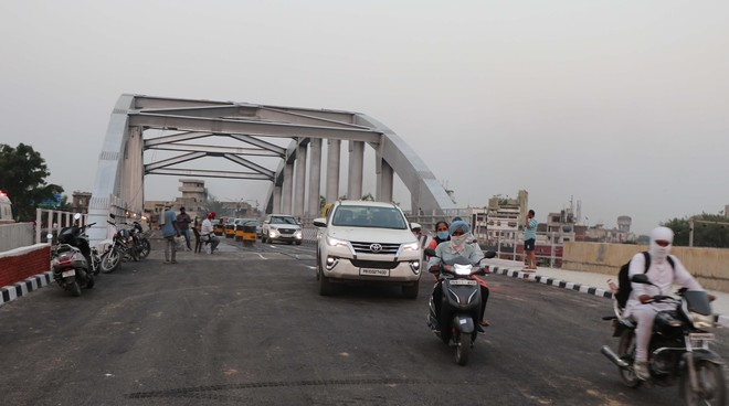Mayor gets Jagraon Bridge opened to light vehicles