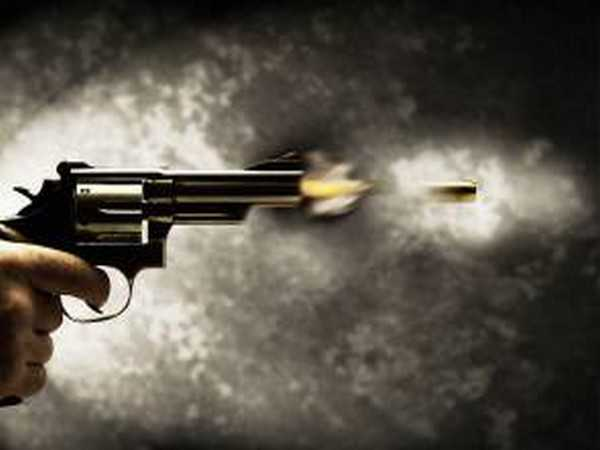 Five thrash tax consultant, fire gunshots