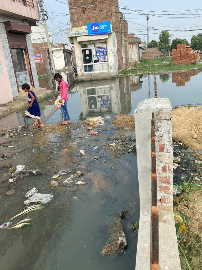 Solve overflowing sewer problem, Zonal Commissioner tells MC staff