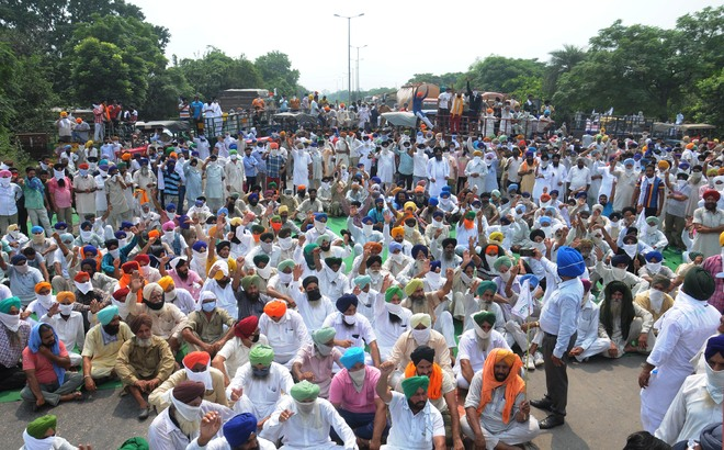 Angry farmers lay siege to highways