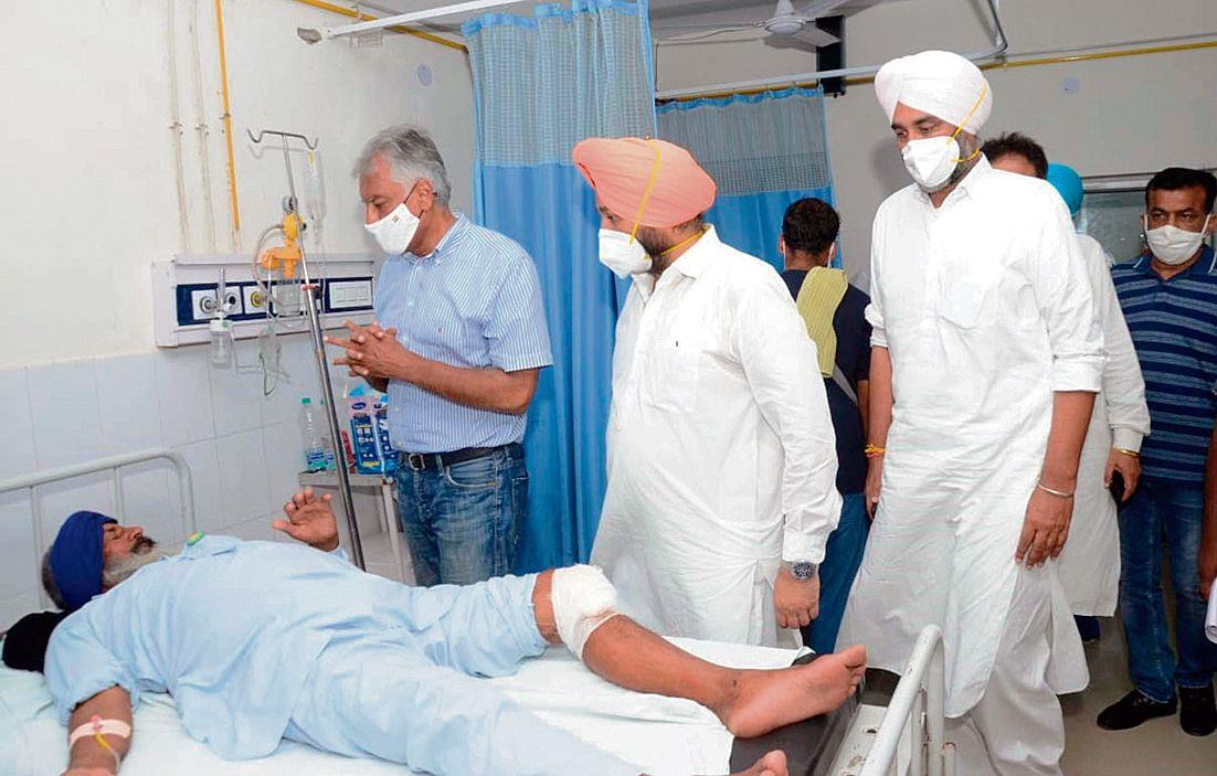 Farmer returning from protest at Badal village killed in road mishap, 17 injured