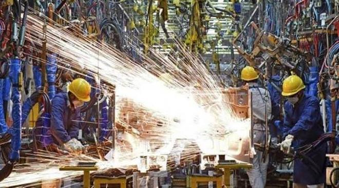 Factory output shrinks 1.9% in Nov, enters negative zone after 2 months